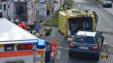 nachrichten deutschland - Der Rettungswagen kippte zur Seite um