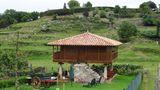 """Typisch für Asturien: ein """"Horreo"""", einem auf Stelzen stehender traditioneller Speicher für Lebensmittel, der hier zum Ferienhaus umgebaut wurde."""
