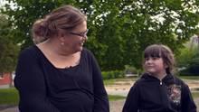 Ilka Bessin findet leicht Zugang zu den Kindern.