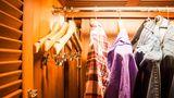 Ob achtlos mitgenommen oder absichtlich eingesteckt - in der Hälfte der Hotels gingen bereits Kleiderbügel verloren.