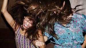 Studie: In diesem Alter hörst du auf zu feiern