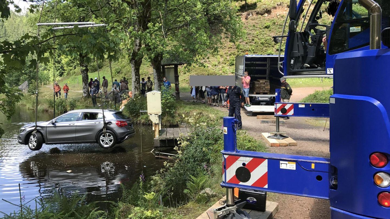 nachrichten deutschland - auto in see geparkt