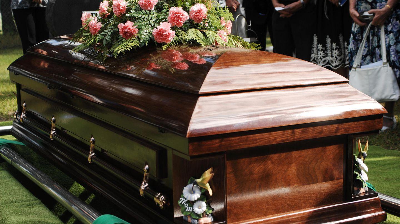 Bestattungsinstitut beerdigt falschen Großvater – Familie ist entsetzt