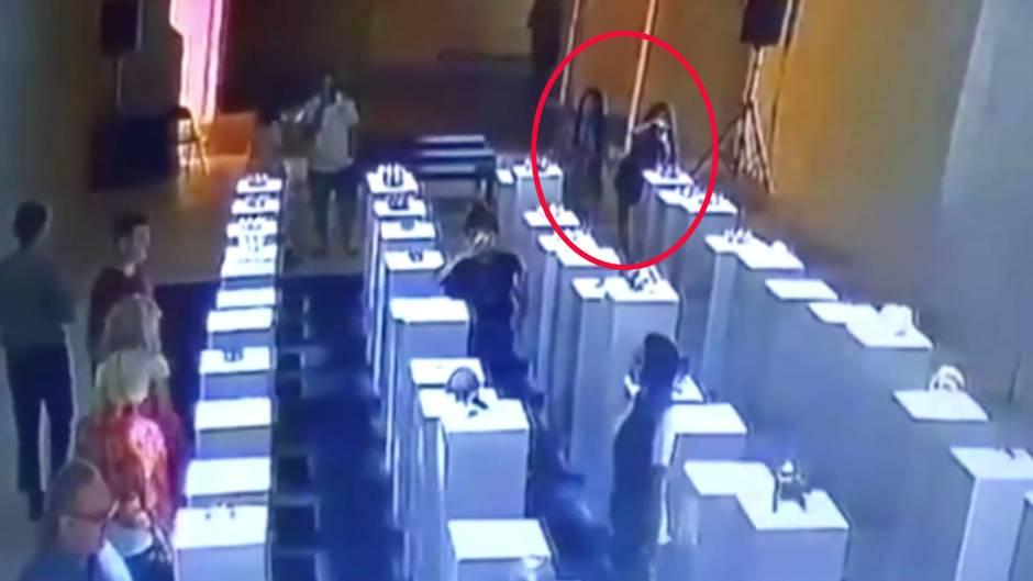 Wegen eines Selfies verursacht eine Frau in Los Angeles knapp 200.000 Euro Schaden in einem Museum
