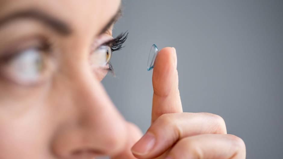 Ärzte entdecken 27 Kontaktlinsen im Auge von Patientin