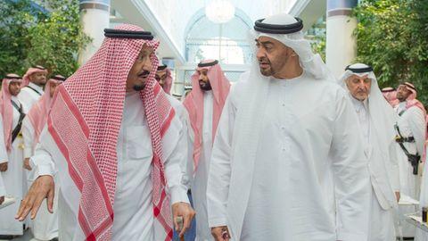 Saudischer König Salman (l), und der derzeitigen Emir und Premierminister von Abu Dhabi, Scheich Muhammad bin Zayid Al Nahyan