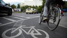 In Hamburg hat ein Fahrradahrer einen Dreijährigen angefahren und ist danach geflüchtet