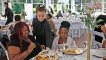 Hochzeit abgeblasen: Beinahe-Braut lädt Bedürftige zum Festessen ein