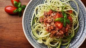 Probieren Sie Zoodles  Hunger auf Pasta? Probieren Sie Ihre Lieblingssauce mit Nudeln aus Gemüse beispielsweise Zucchini, Kürbis oder Möhre. Sie werden den Unterschied (fast) nicht merken. Hier geht's zur Anleitung!