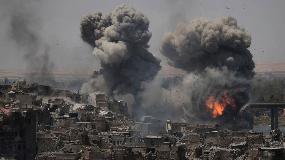 Einschläge in in IS-Stellungen in Mossul - Die Stadt ist vom Islamischen Staat befreit