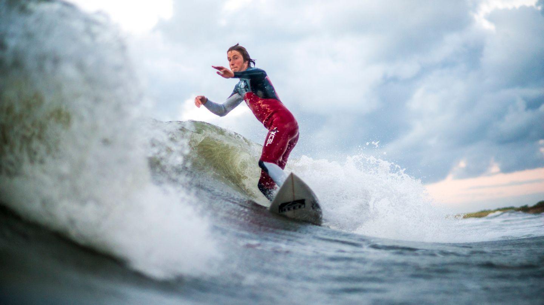 """""""Das war, was ich zu Gesicht bekam, nachdem ich aufgetaucht bin. Jonas surft hier eine Welle vor Darzendorf."""""""