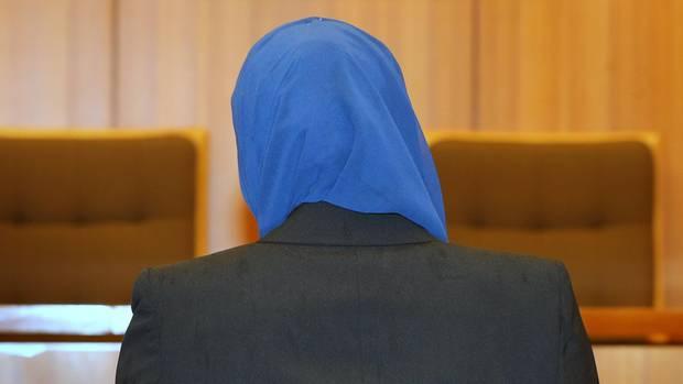 Ein Richter untersagte einer Muslimin in Brandenburg, vor Gericht mit Kopftuch zu ihrem Scheidungstermin zu erscheinen