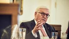 Frank-Walter Steinmeier beim stern-Gespräch in seinem Arbeitszimmer