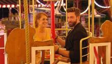 Jetzt geht's rund: Bachelorette Jessi mit Sebastian auf dem Rummel. Für ihn ist Schluss.