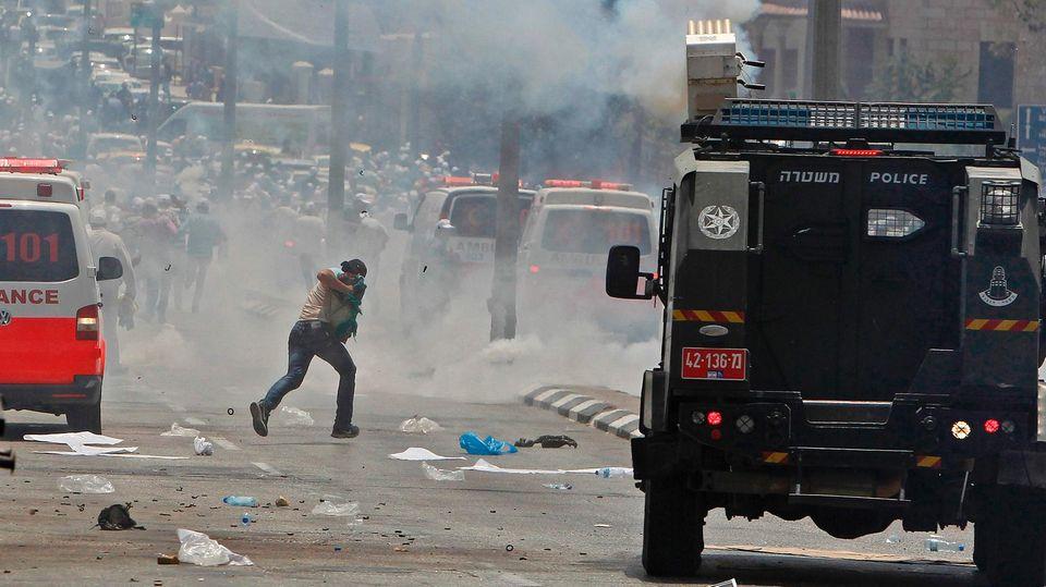 In Jerusalem ist es zu heftigen Straßenschlachten zwischen Palästinensern und Sicherheitskräften gekommen