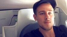 Merken Sie sich dieses Gesicht: Reiseblogger Gilbert Ott tauscht vor Flügen mit Economy-Fliegern sein First-Class-Ticket
