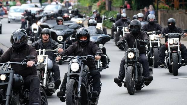 Motorrad-Eskorte für Hells Angels-Boss Frank Hanebuth und seine Ehefrau Sarah