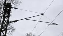 Ein Stromleitung über den Gleisen (Symbolbild)