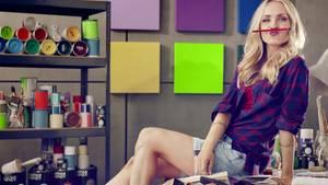 """Janin Ullmann posiert für ihre neue Sendung """"Boom my Room"""""""