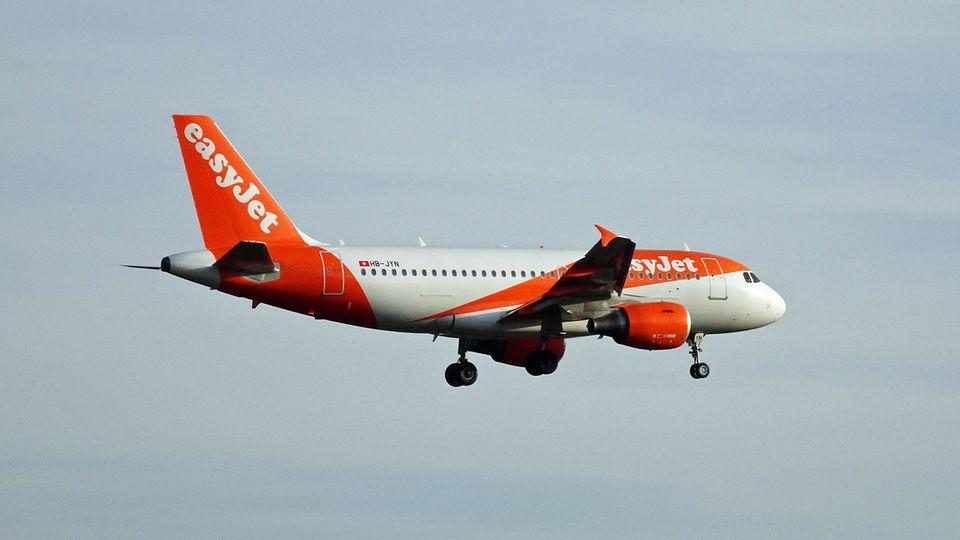 Ein Airbus A319 der britischen Billigfluggesellschaft Esayjet im Landeanflug