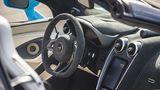 Das Cockpit des McLaren 570S Spider.