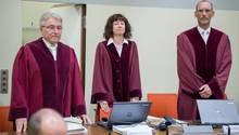 NSU-Prozess: Bundesanwalt Herbert Diemer, Oberstaatsanwältin Anette Greger und Bundesanwalt Jochen Weingarten im Gerichtssaal