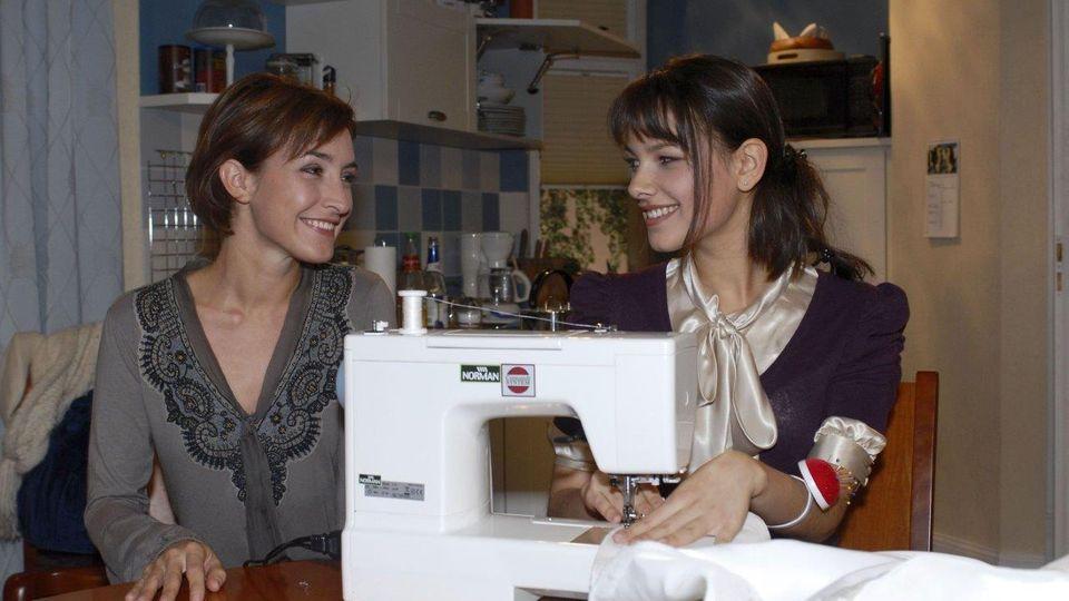 GZSZ-Star Janina Uhse mit Serienkollegin Maike von Bremen