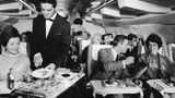 Jahrzehnte später: So bequem flog es sich 1967 auf Langstrecke in einer Boeing 707 der Lufthansa mit 2-2er-Bestuhlung in der First Class.