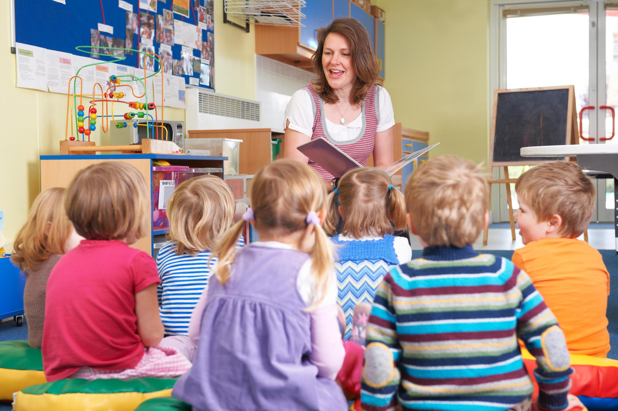 Erzieherin: Was verdient eigentlich ein Kindergärtner?   STERN.de
