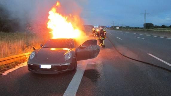 Nachrichten Deutschland - brennender Porsche