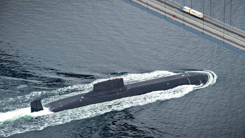 Dmitri Donskoj: Weltgrößtes Atom-U-Boot in der Ostsee unterwegs - Russlands Stolz