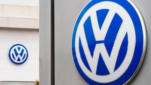 VW-Logos an einem Autohaus im US-Bundesstaat Virginia