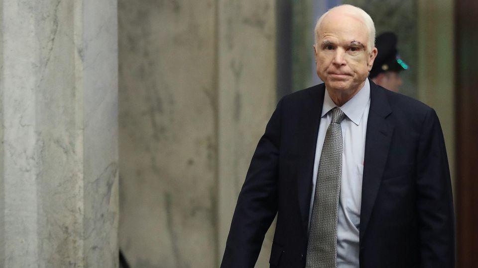 John McCain bei seiner Rückkehr in den US-Senat am Dienstag