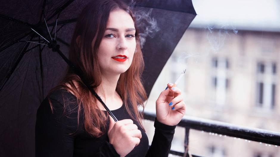 rauchen diese urteile sollten raucher kennen bis zu euro strafe droht. Black Bedroom Furniture Sets. Home Design Ideas