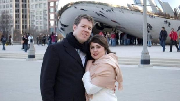 Lucia Lucas in Wuppertal mit ihrer Ehefrau Ariana. Mit 17 begegnete diese dem 22-Jährigen mit dem markanten Kinn und den starken Oberarmen. 2009 heirateten sie in Chicago