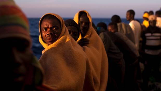 Flüchtlinge bei der Überfahrt von Libyen nach Europa