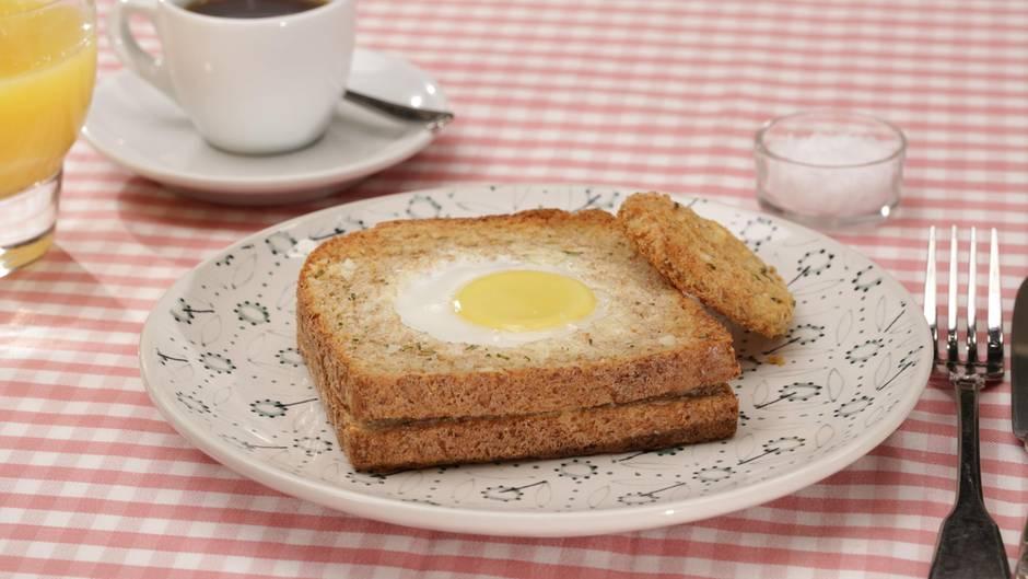 Rezeptidee: Ei-Toast mit Rosmarinbutter: Für mehr Abwechslung auf dem Teller