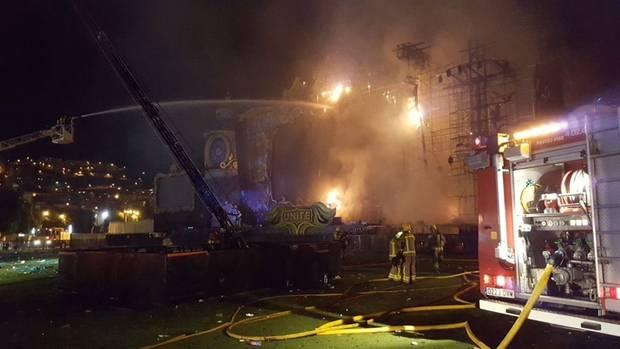 Die Bühne beim Tomorrowland-Festival in Spanien stand auf einmal aus noch ungeklärter Ursache in Flammen