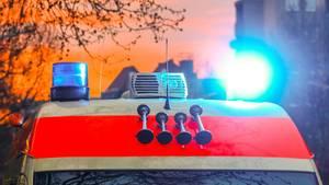 Nachrichten Deutschland: Krankenwagen mit Blaulicht