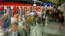 Pendler am Hauptbahnhof in Frankfurt/Main