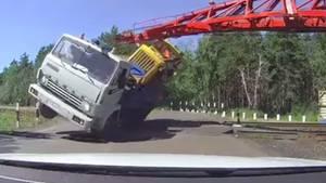 Lkw-Fahrer verschätzt sich