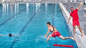 Bademeister im Schwimmbad