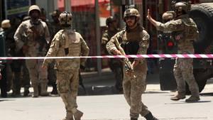 Das afghanische Militär sichert den Bereich um die irakische Botschaft in Kabul