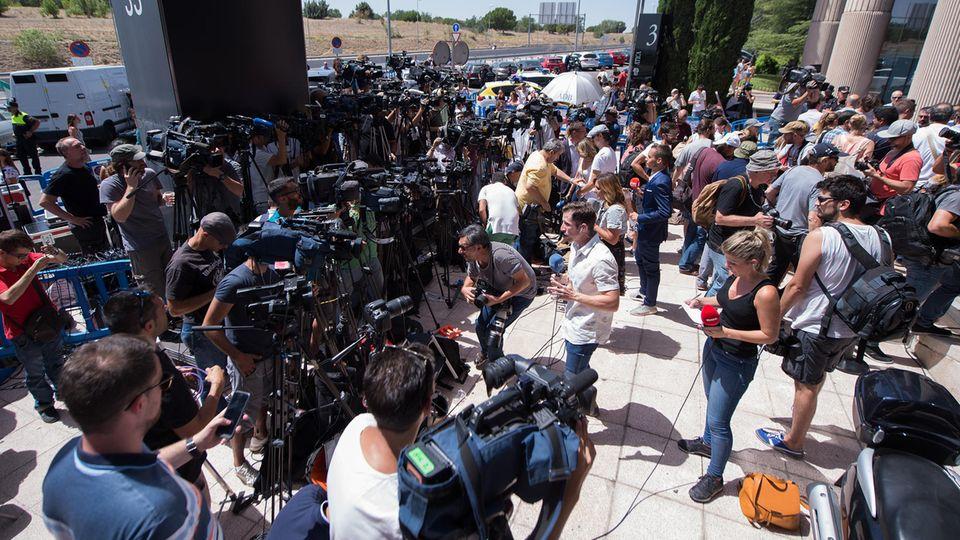 Hunderte Journalisten warten auf Ronaldo - vergebens