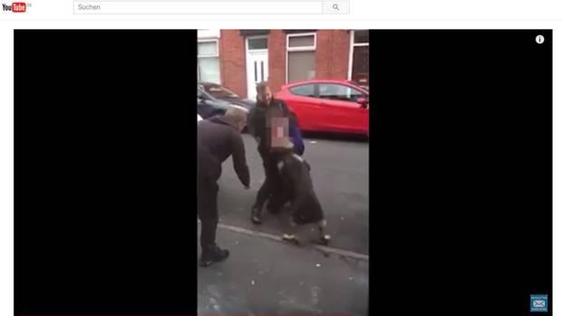 Das Video zeigten den Kampf zwischen dem Mann und Polizeihund Theo in Manchester