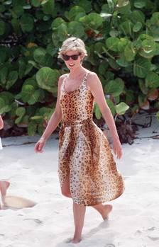 Prinzessin Diana zeigt sich sexy im Badeanzug oder Bikini