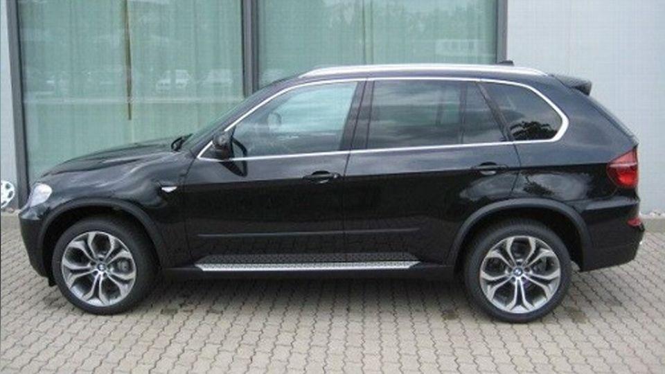 Einen solchen BMW X5 soll der Verdächtige oder Zeuge gefahren sein