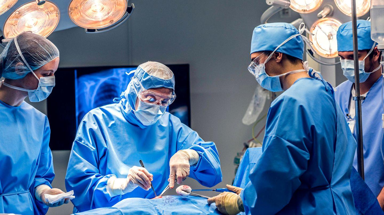 Ärzte im OP