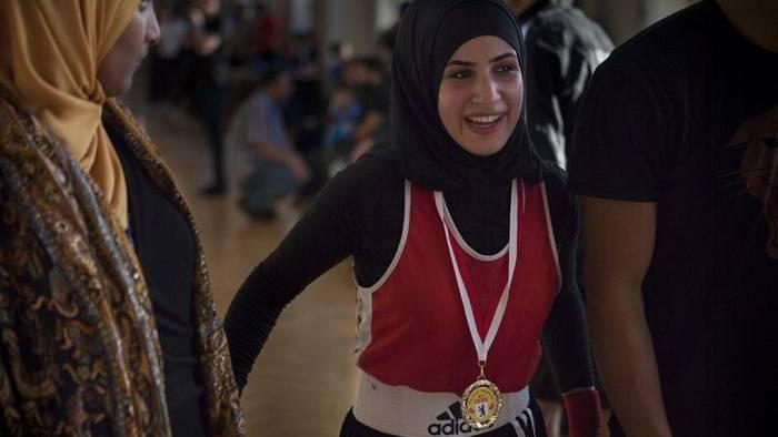 Kämpfen fürs Kopftuch: So revolutioniert eine Berliner Boxmeisterin den Sport!