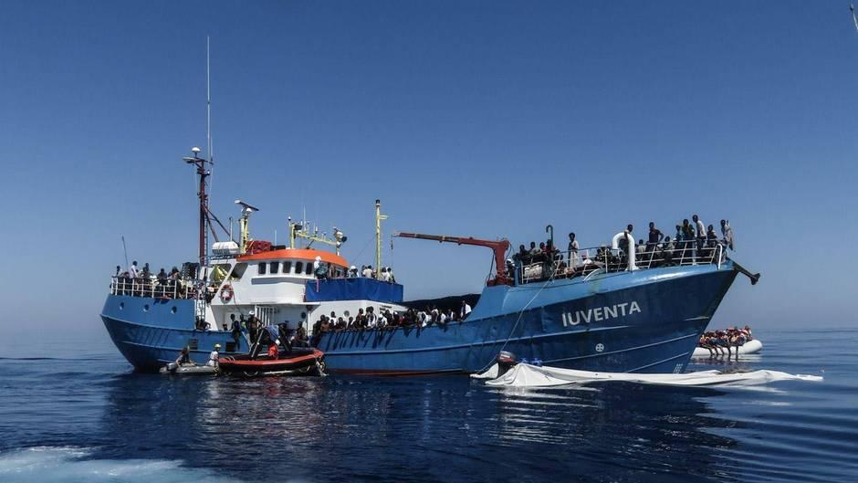 """Die """"Iuventa"""" (Archivbild) der Flüchtlingshelfer von """"Jugend rettet"""" liegt nun vor Lampedusa fest"""